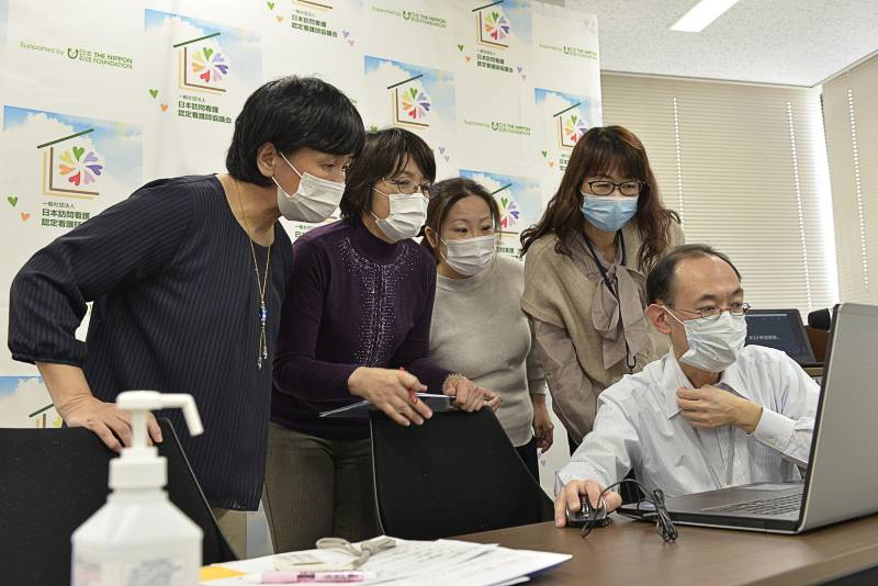 船橋市医師会事務局鷲田さんからZoom操作レクチャー