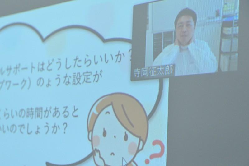 講義終了後の質問にていねいに答える寺岡氏